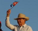 Raúl Castro preside desfile em Santiago de Cuba